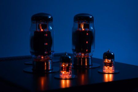 Virtus-01 - Headphones OTL Tube Amplifier-tubes-bright.jpg